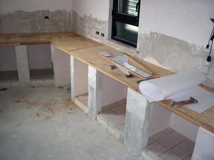 Costruzione cucine in muratura napoli for Ante in legno per cucina in muratura